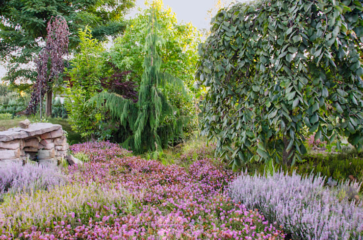 Wśród wrzosów: styl , w kategorii Ogród zaprojektowany przez Centrum ogrodnicze Ogrody ResGal,
