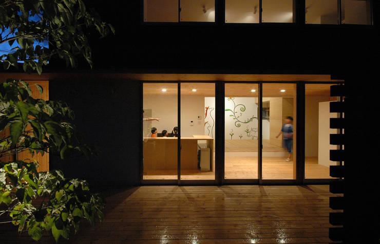 ウッドデッキ夜景 和風デザインの テラス の 株式会社ブレッツァ・アーキテクツ 和風