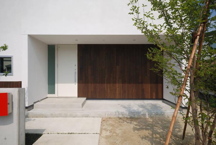 エントランス: 株式会社ブレッツァ・アーキテクツが手掛けた家です。