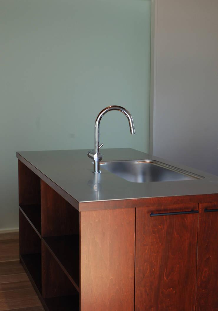 造作キッチン: 株式会社ブレッツァ・アーキテクツが手掛けたキッチンです。