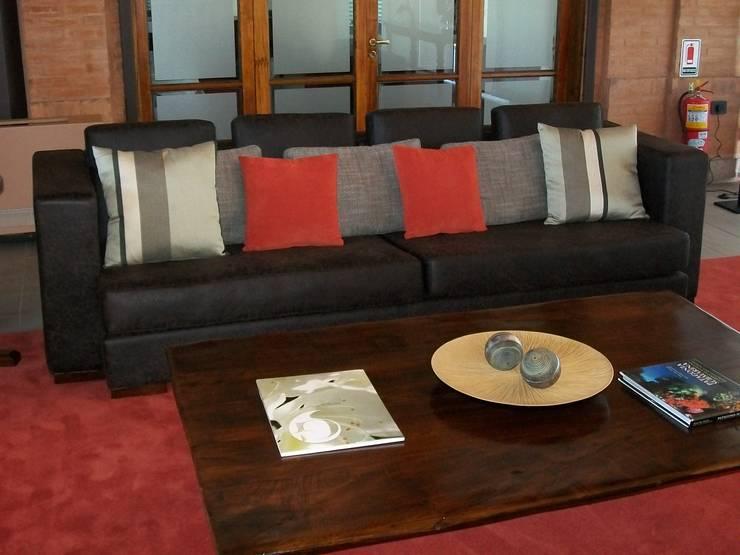 Muebles varios: Livings de estilo clásico por info7707