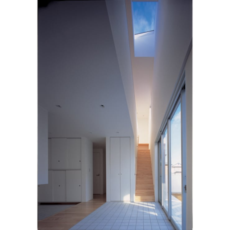 Modern Corridor, Hallway and Staircase by 関建築設計室 / SEKI ARCHITECTURE & DESIGN ROOM Modern