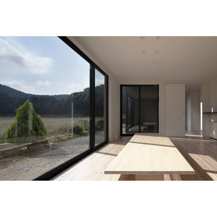 さとのいえ: 関建築設計室 / SEKI ARCHITECTURE & DESIGN ROOMが手掛けたダイニングです。