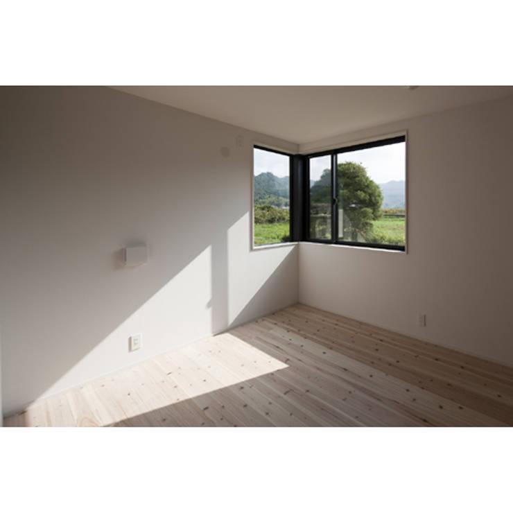 さとのいえ: 関建築設計室 / SEKI ARCHITECTURE & DESIGN ROOMが手掛けた寝室です。