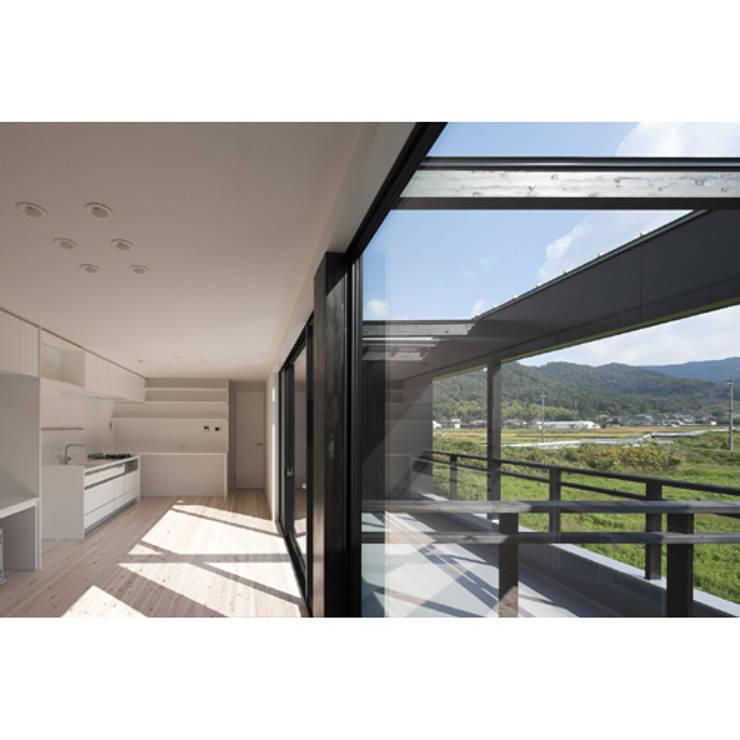 さとのいえ: 関建築設計室 / SEKI ARCHITECTURE & DESIGN ROOMが手掛けたリビングです。