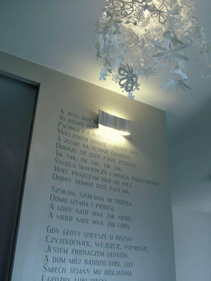 Mieszkanie dla pary z dzieckiem, 67m2, Gdańsk: styl , w kategorii Jadalnia zaprojektowany przez Studio Projektowania doMIKOart