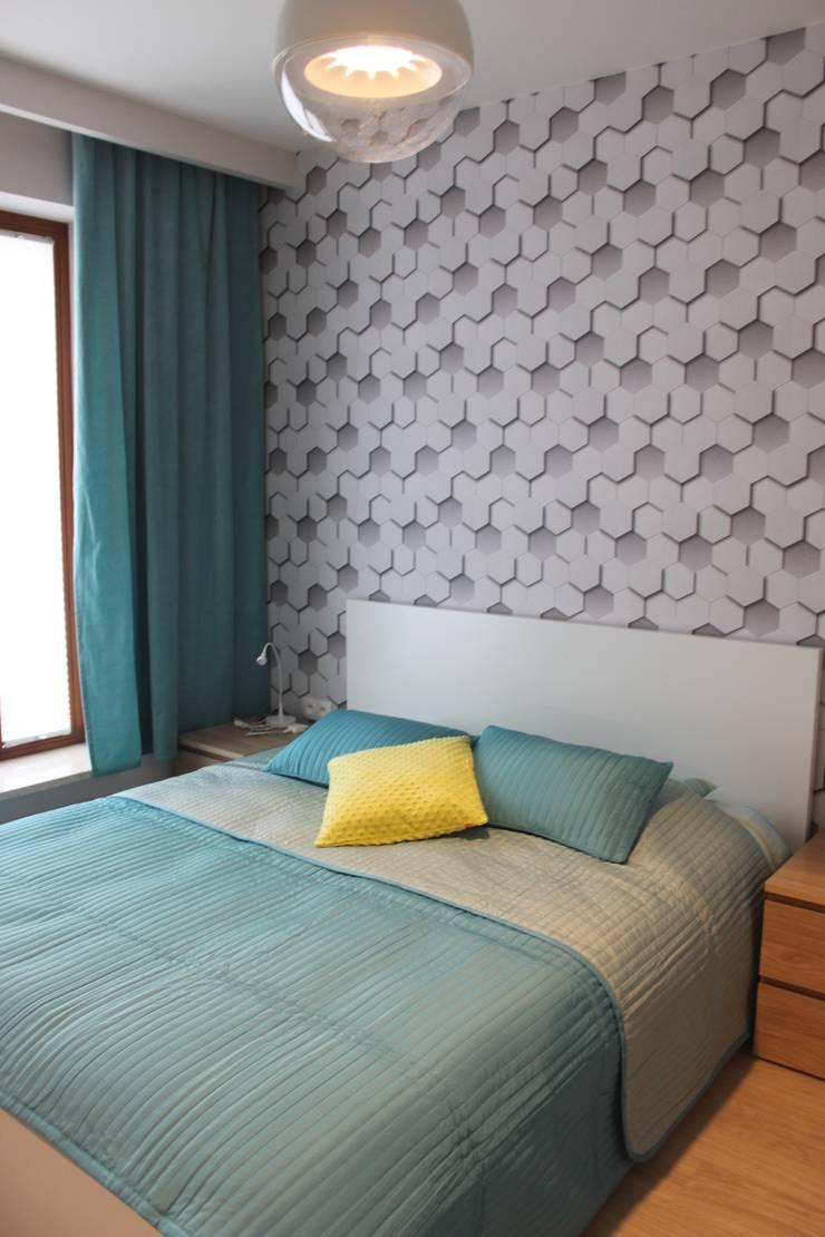 Mieszkanie 55m2 Warszawa, dla singla, pracującego w Warszawie: styl , w kategorii Sypialnia zaprojektowany przez Studio Projektowania doMIKOart,Nowoczesny