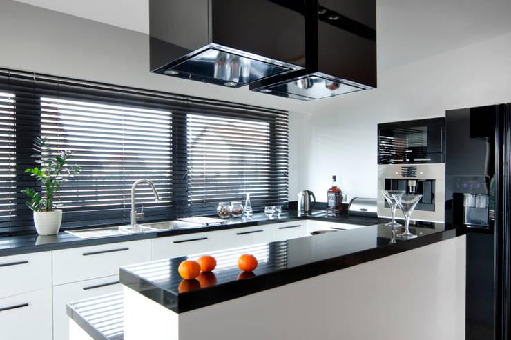 dom w makowie mazowieckim: styl , w kategorii Kuchnia zaprojektowany przez PIKSTUDIO