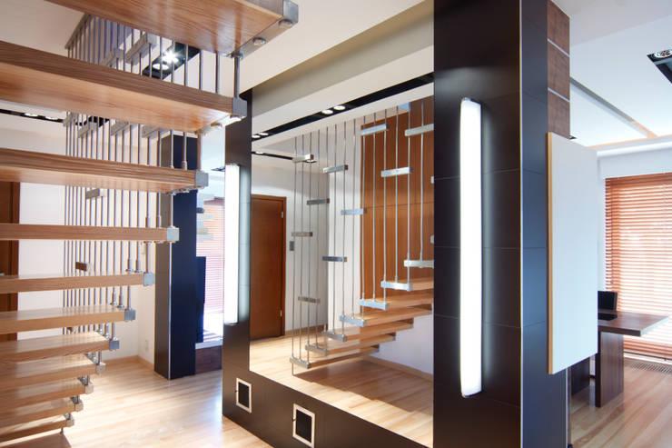 dom w makowie mazowieckim: styl , w kategorii Jadalnia zaprojektowany przez PIKSTUDIO