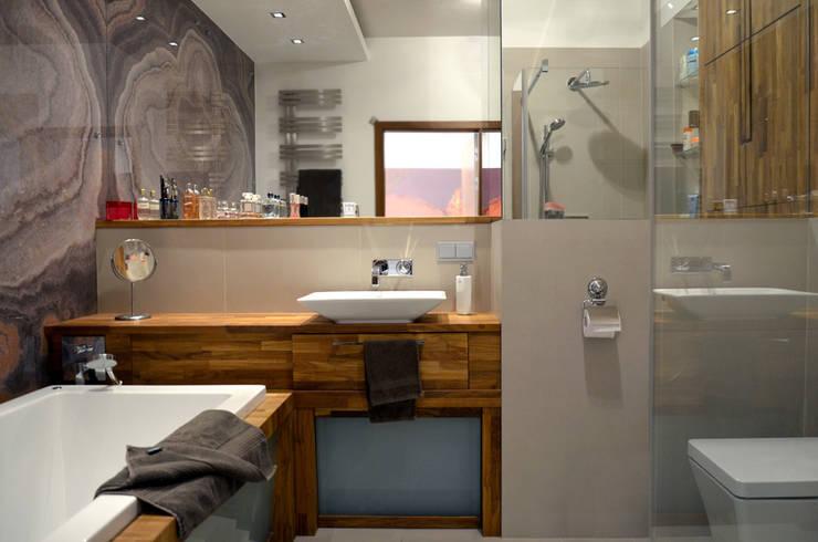 apartament na w warszawie na bluszczanskiej: styl , w kategorii Łazienka zaprojektowany przez PIKSTUDIO