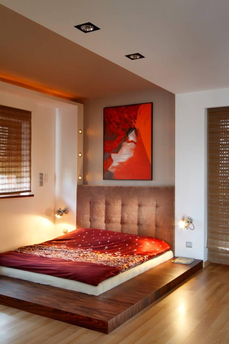dom w makowie mazowieckim: styl , w kategorii Sypialnia zaprojektowany przez PIKSTUDIO