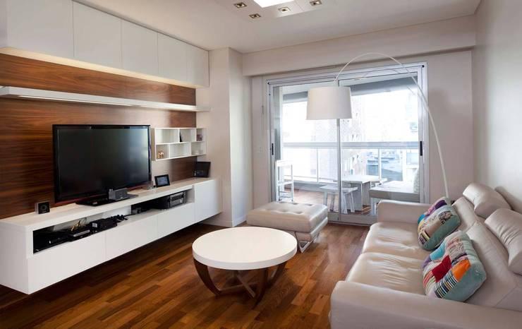 Salas / recibidores de estilo moderno por GrupoKWZ