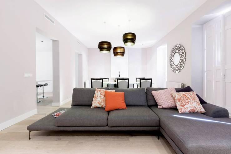 Apartament in Madrid: Salones de estilo  de  Simona Garufi