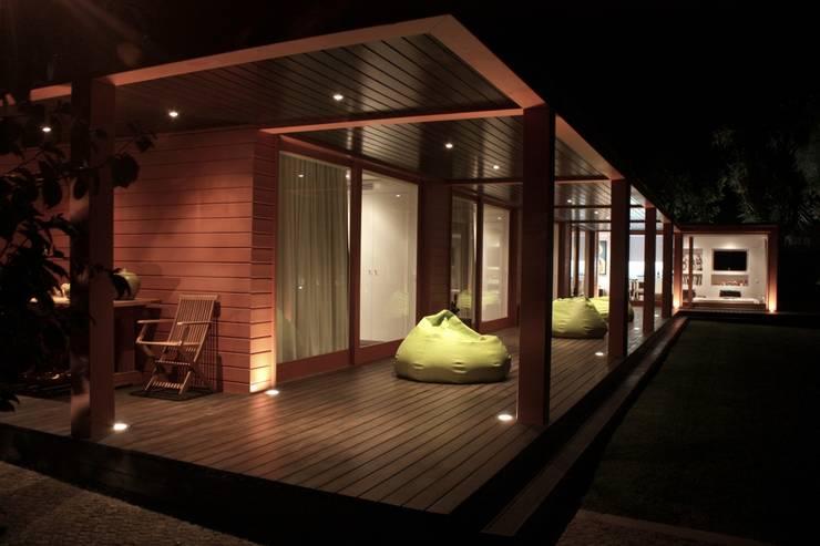 Projekty, eklektyczne Domy zaprojektowane przez 3H _ Hugo Igrejas Arquitectos, Lda