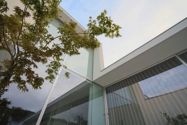 Casa em Carapeços: Casas  por 3H _ Hugo Igrejas Arquitectos, Lda