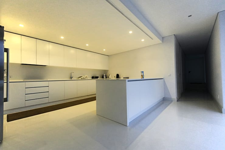 Kitchen by 3H _ Hugo Igrejas Arquitectos, Lda