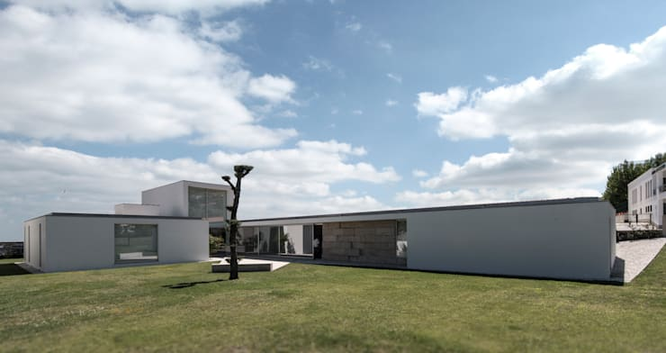Houses by 3H _ Hugo Igrejas Arquitectos, Lda, Minimalist