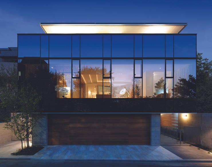 外観夜景 | 数寄の家 | 高級邸宅: Mアーキテクツ|高級邸宅 豪邸 注文住宅 別荘建築 LUXURY HOUSES | M-architectsが手掛けた家です。,モダン ガラス