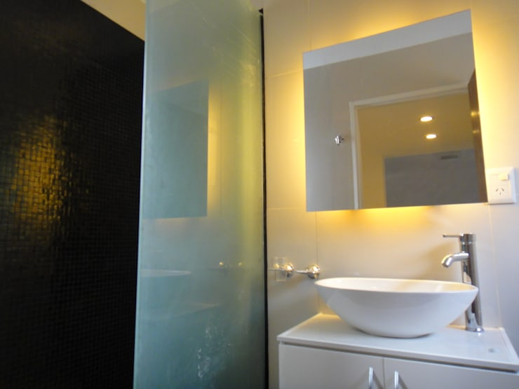 Bathroom by jose m zamora ARQ,