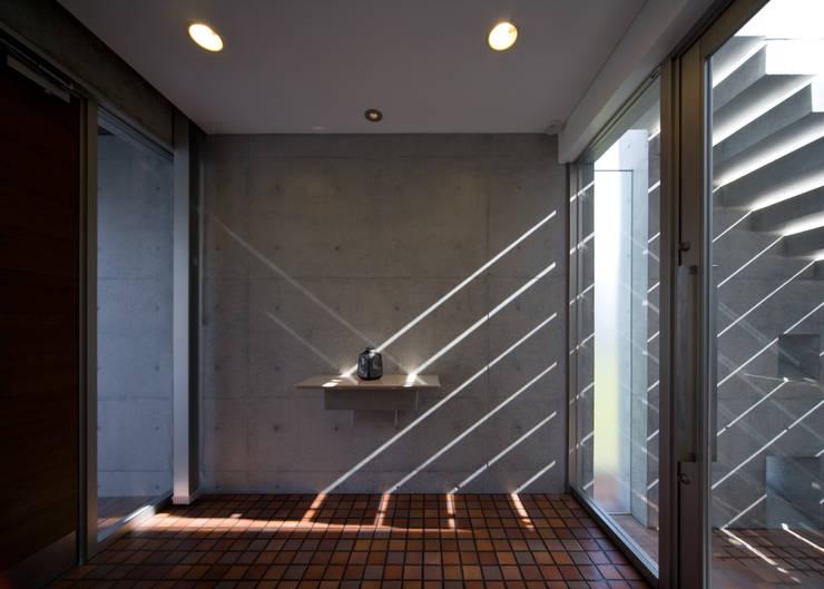 玄関: 本田建築設計事務所が手掛けた廊下 & 玄関です。