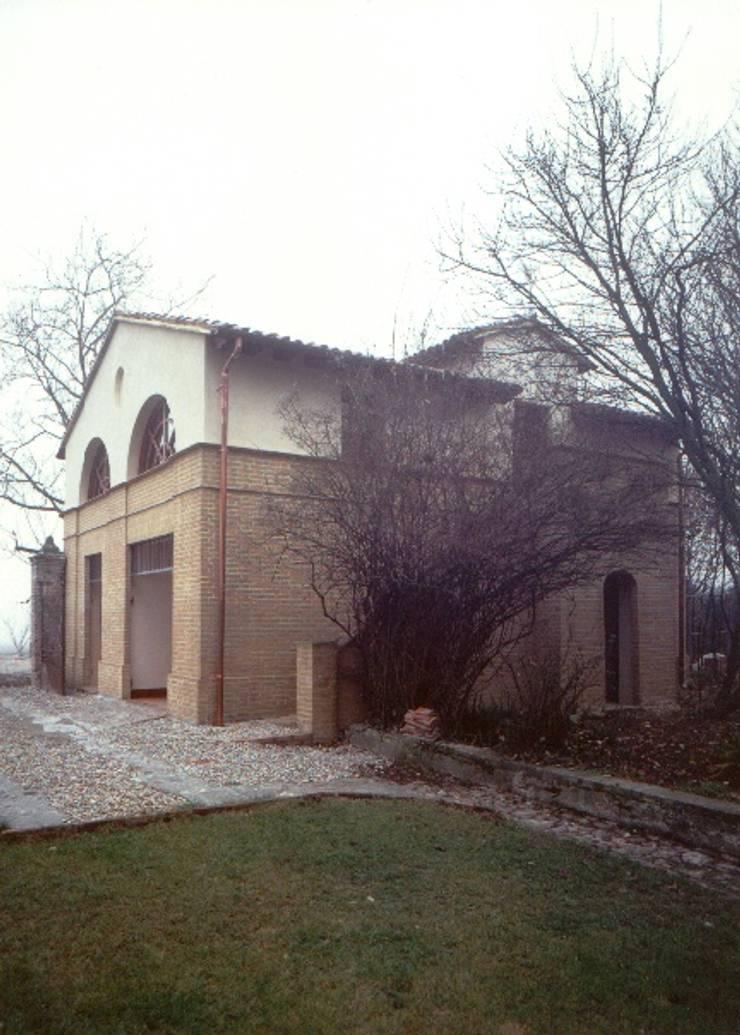 Ristrutturazione barchessa : Case in stile  di Andrea Pacciani Architetto