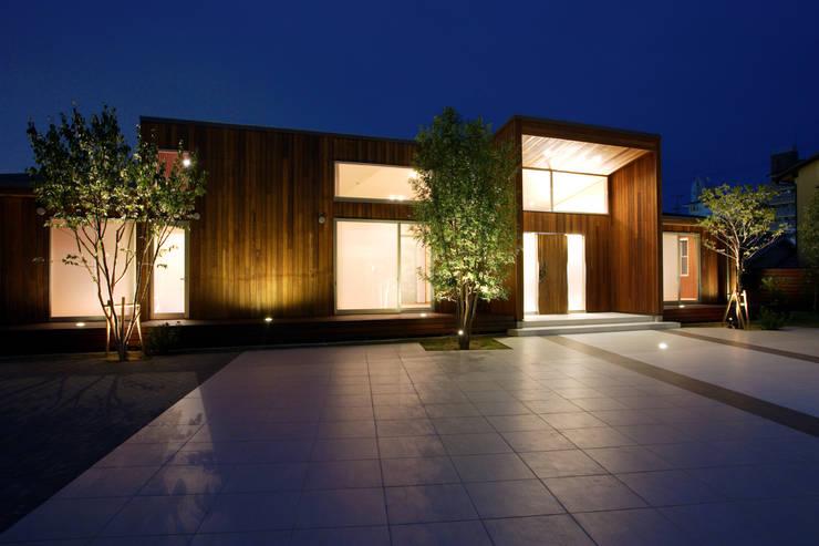 都市の中のコテージ「癒せる木造り: 草木義博 Kukan Design Works Inc.が手掛けた家です。