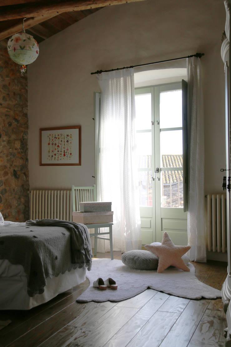 Habitaciones mágicas con las alfombras de Lorena Canals: Habitaciones infantiles de estilo  de LORENA CANALS, S.L.