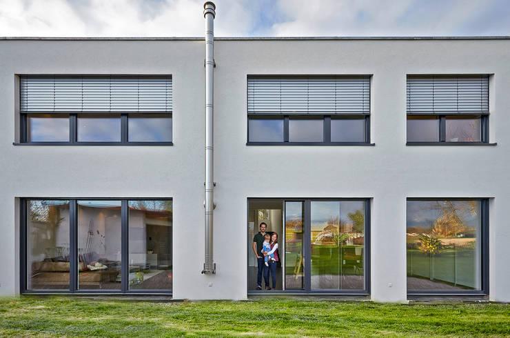 Houses by hilzinger GmbH - Fenster + Türen
