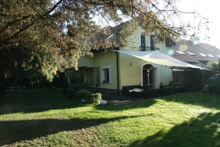 Dom z zewnątrz: styl , w kategorii Domy zaprojektowany przez ER DESIGN