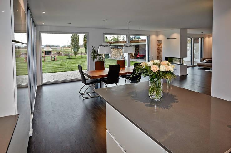 Phòng khách theo hilzinger GmbH - Fenster + Türen,
