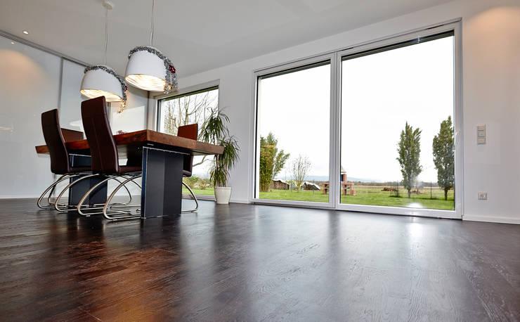 Living room by hilzinger GmbH - Fenster + Türen