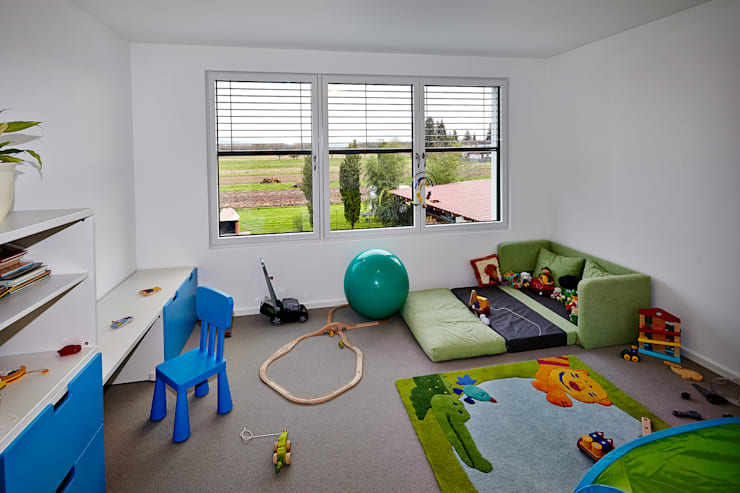 Nursery/kid's room by hilzinger GmbH - Fenster + Türen, Minimalist