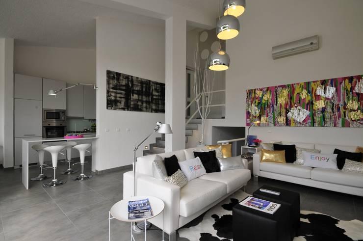 Residência Privada Vilamoura: Salas de estar modernas por Leonor Moreira Romba - Arquitecturas