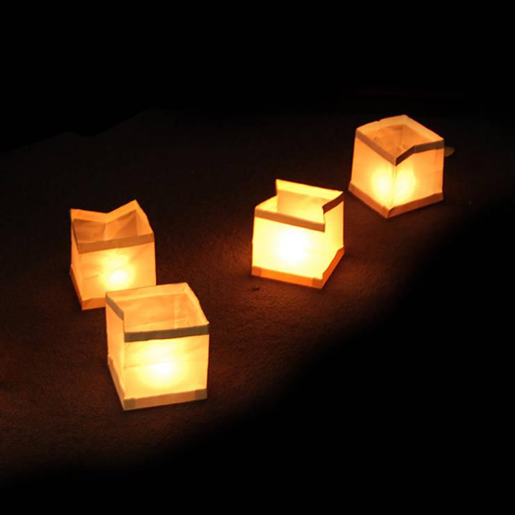 Lanternes flottantes: Jardin de style de style Moderne par IdéeCadeau.fr