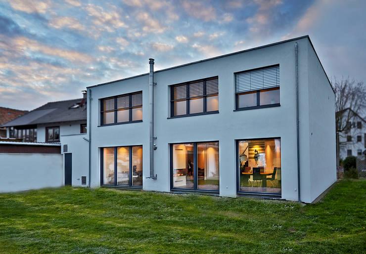 Referenz VADBplus (Knobloch): minimalistische Häuser von hilzinger GmbH - Fenster + Türen