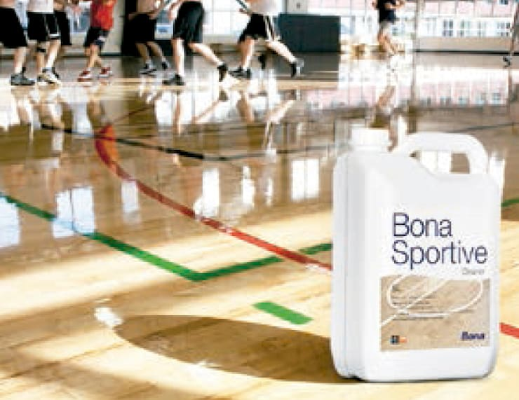 Bona Sportive: Paredes y suelos de estilo  de Bona