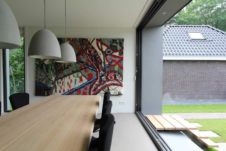 Renovatie en uitbreiding Jaren 50 woning:  Woonkamer door Newjoy concepts