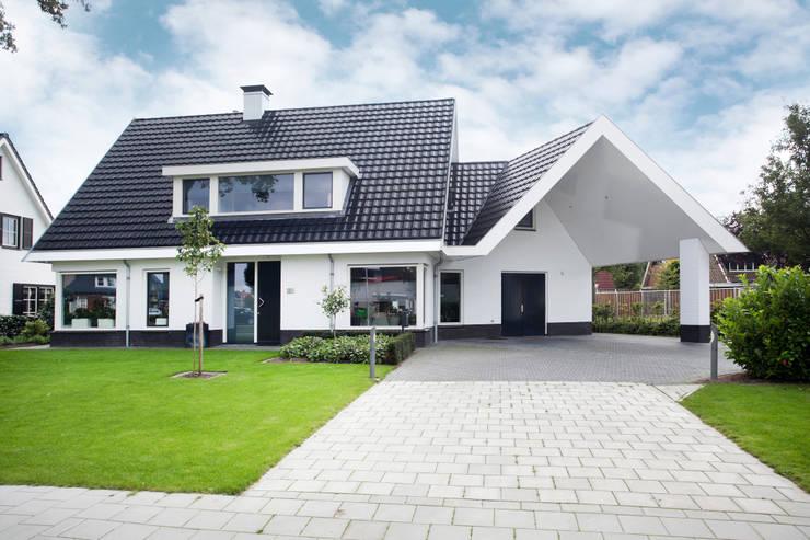 Nieuwbouw woning Denekamp: landelijke Huizen door In Perspectief architectuur