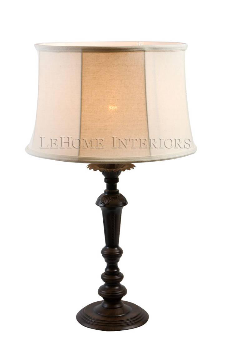 Настольная лампа F142: Гостиная в . Автор – LeHome Interiors