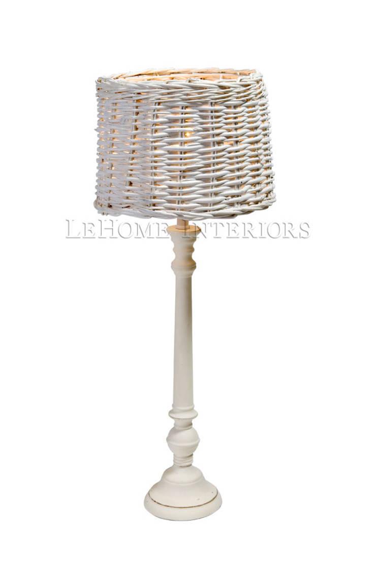 Настольная лампа F154: Гостиная в . Автор – LeHome Interiors