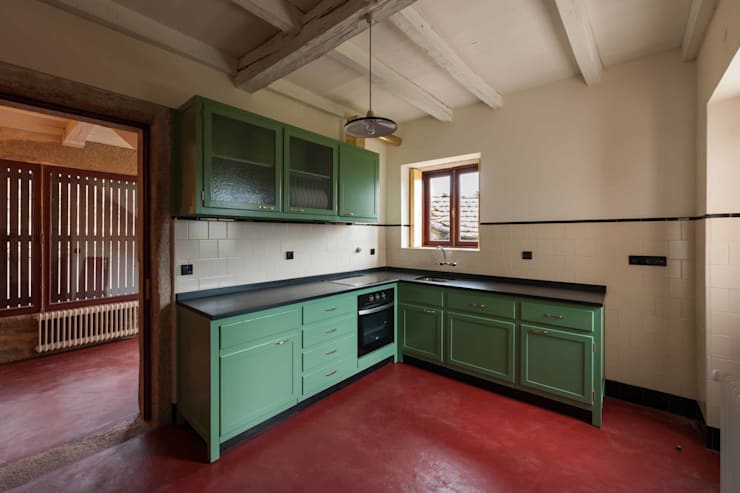 country Kitchen by André Eduardo Tavares Arquitecto