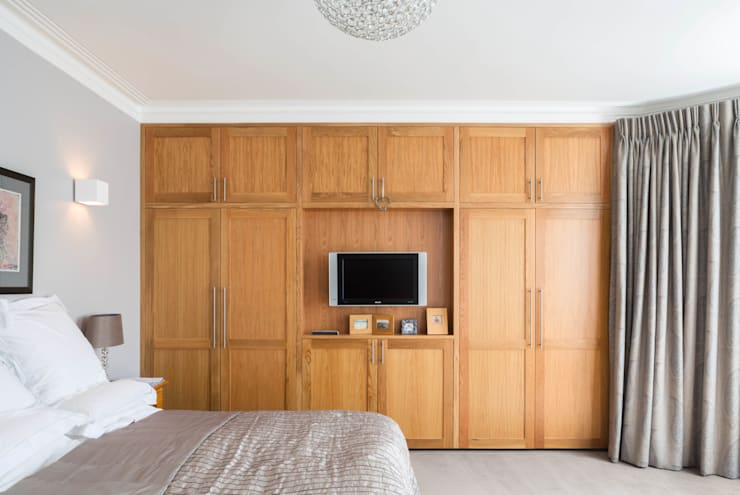Fulham House:  Bedroom by Frost Architects Ltd