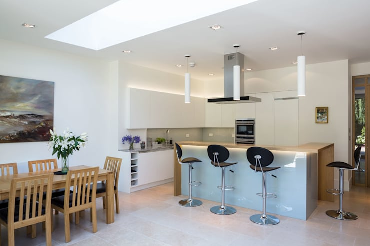 Fulham House: modern Kitchen by Frost Architects Ltd