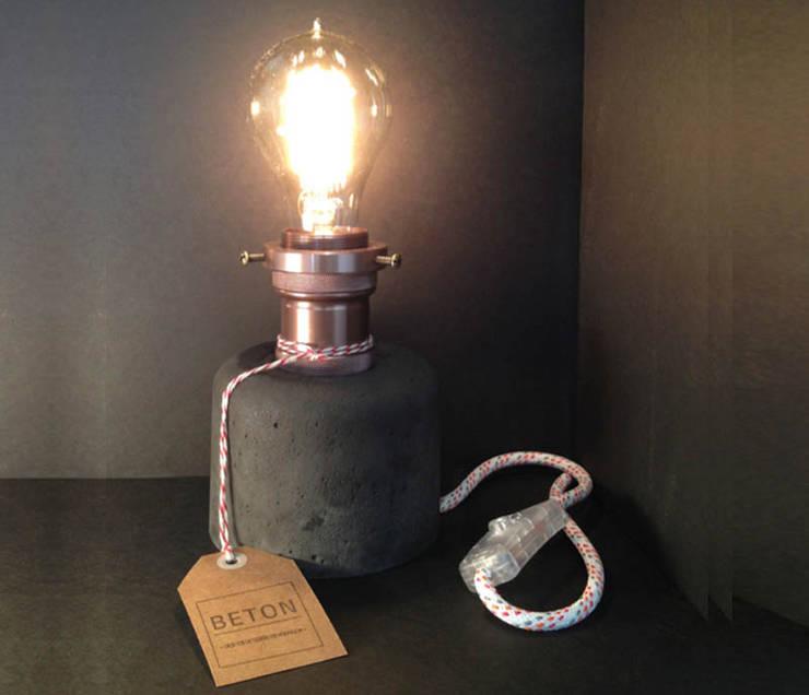 Lámpara Lucille : Hogar de estilo  por Beton