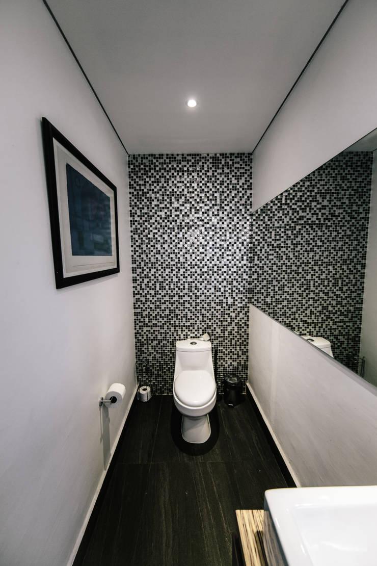 BAÑO: Baños de estilo  por gOO Arquitectos