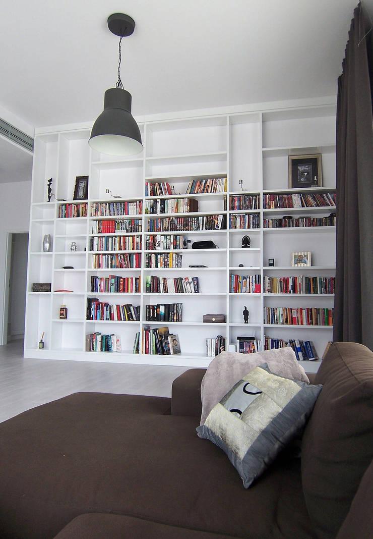 Mieszkanie Sarmacka, Warszawa : styl , w kategorii Salon zaprojektowany przez Pracownia projektowania wnętrz Beata Lukas,Nowoczesny