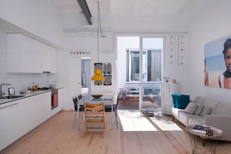 Ruang Keluarga by manrique planas arquitectes