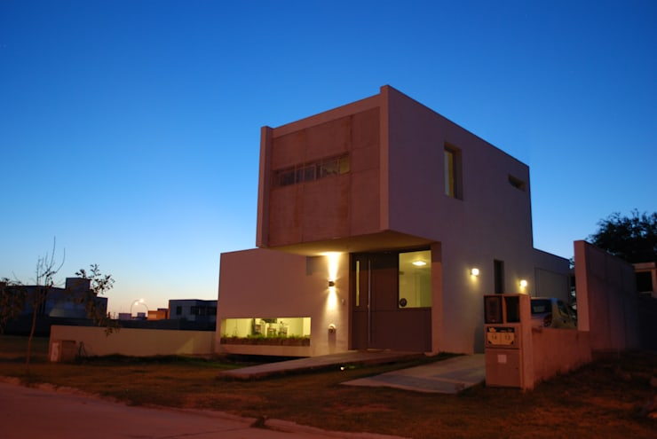 Casa en Manatiales – Casa del músico: Casas de estilo moderno por barqs bisio arquitectos