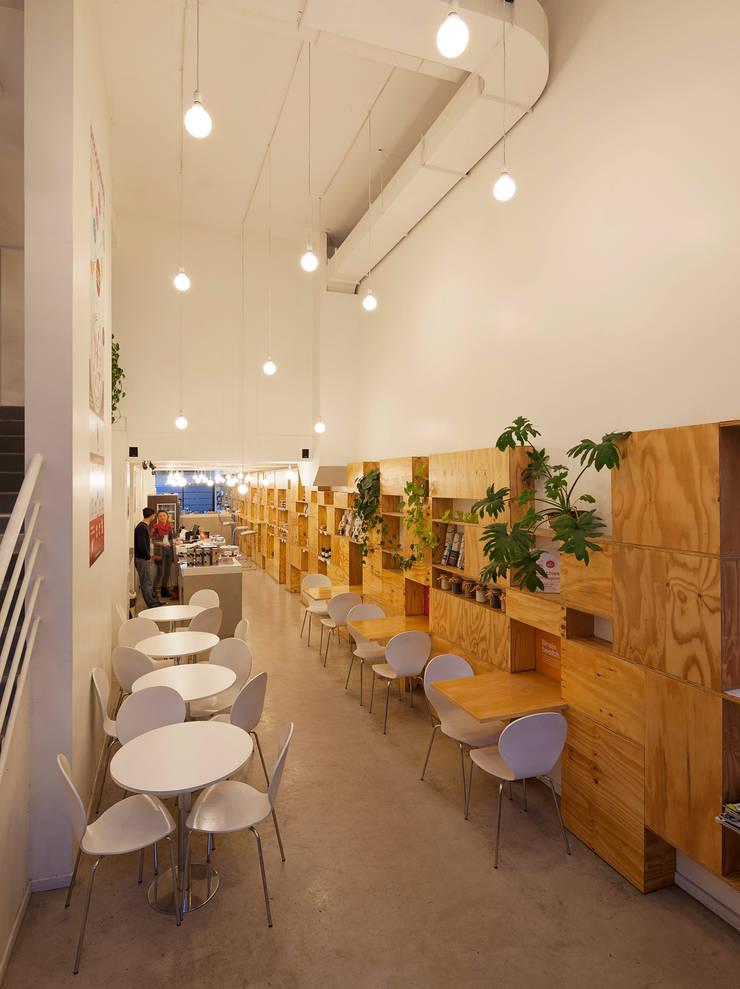 Smoothway Soler Comedores minimalistas de IR arquitectura Minimalista Madera Acabado en madera
