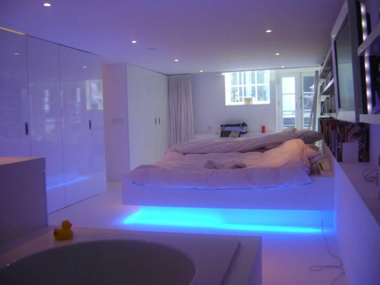 bad/slaapkamer amsterdam: modern  door Rubens Interieurbouw, Modern